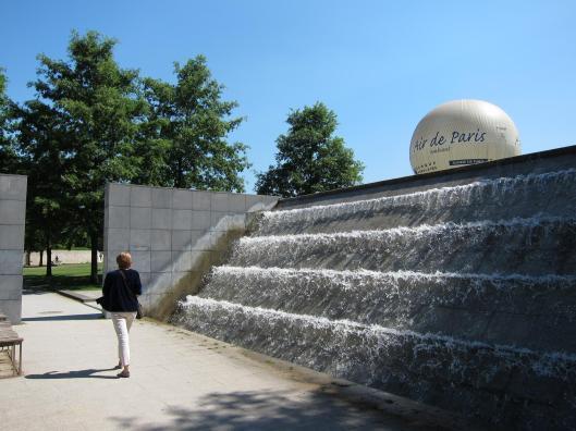Le Parc André Citroën - Fountain and Balloon