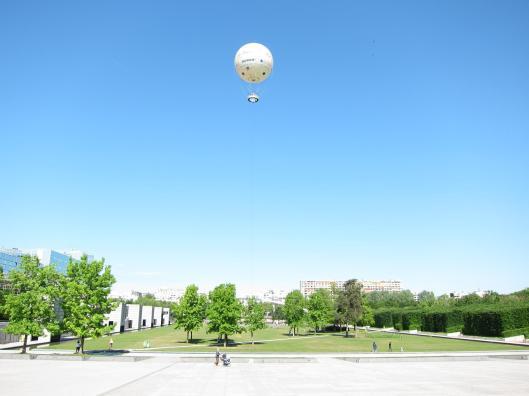 Montgolfier over Le Parc André Citroën