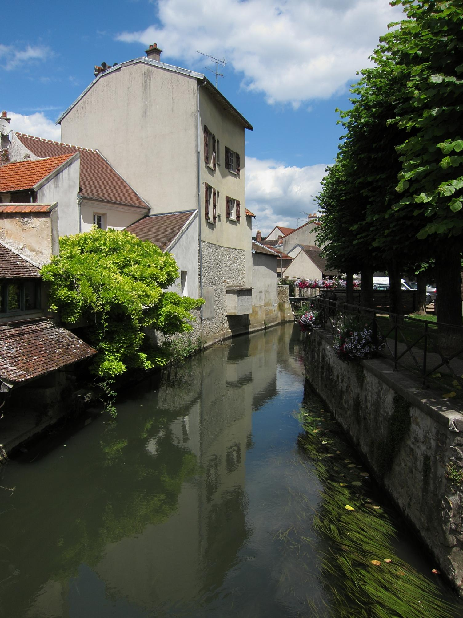Canal and Houses at Crécy-la-Chapelle