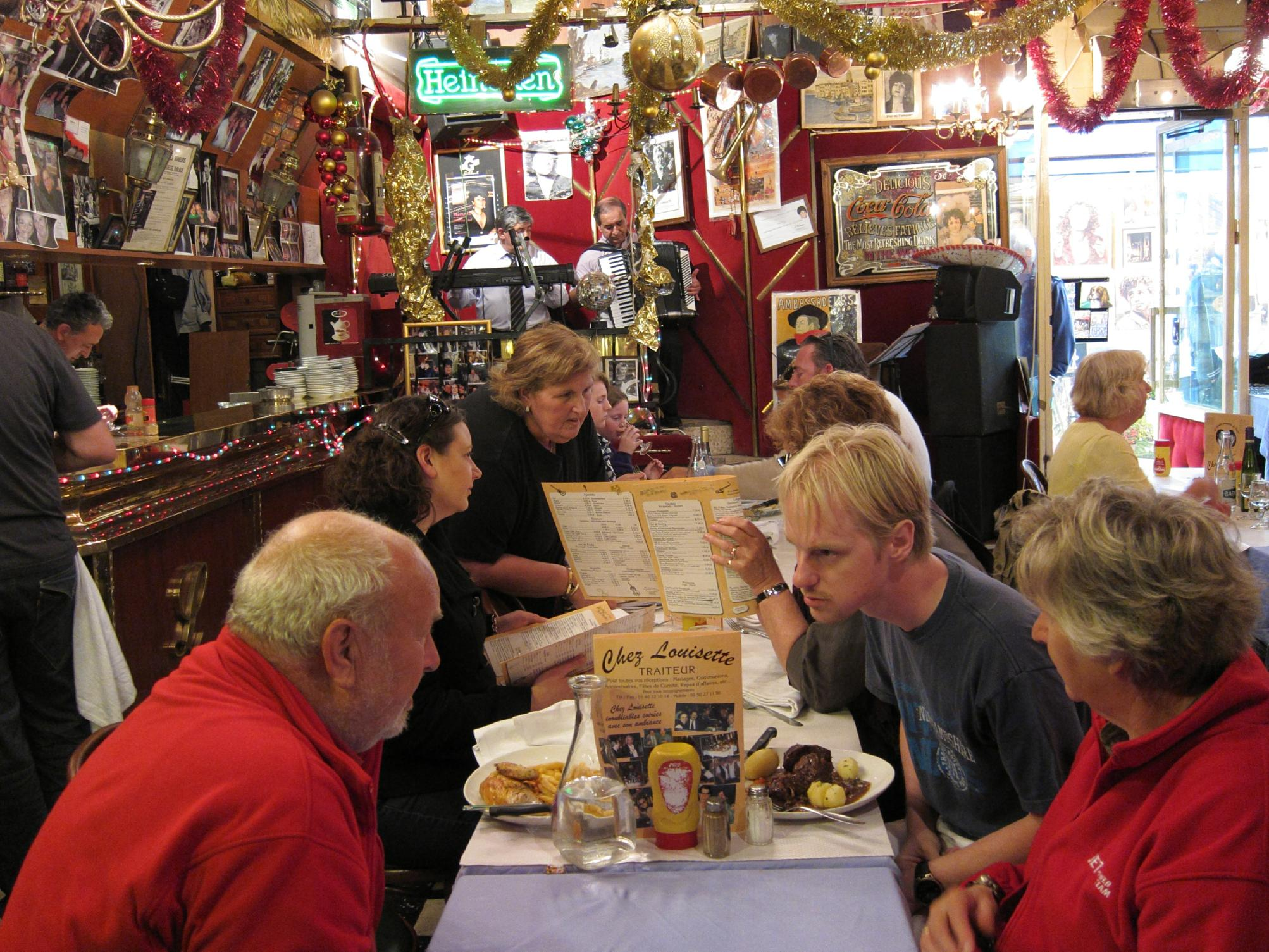 Dining off and on the beaten path spring in paris - Le relais de l entrecote porte maillot ...