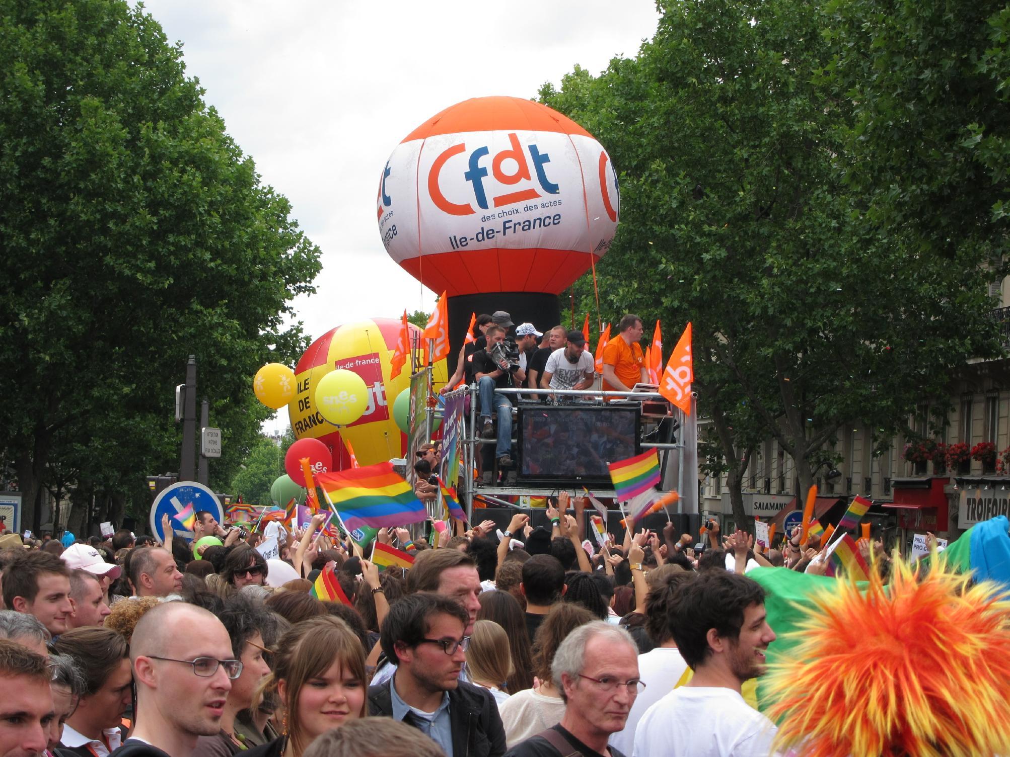 paris rencontre gay straight à Saint-Louis
