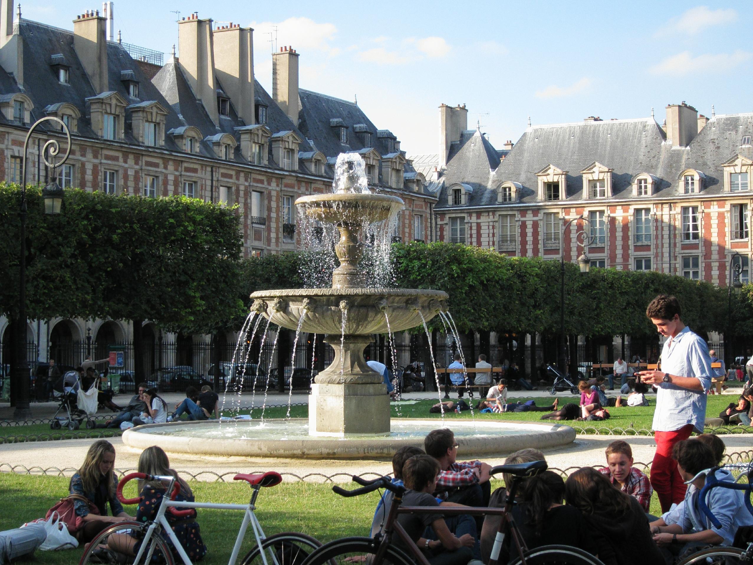 Place des Vosges, September