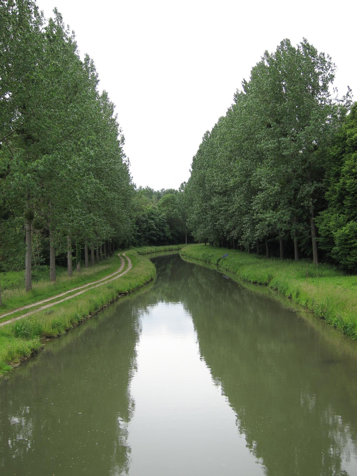 Canal de l'Ourcq between La Ferté-Milon and Mareuil.