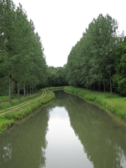 Canal de l'Ourcq between La Ferté-Milon and Mareuil.