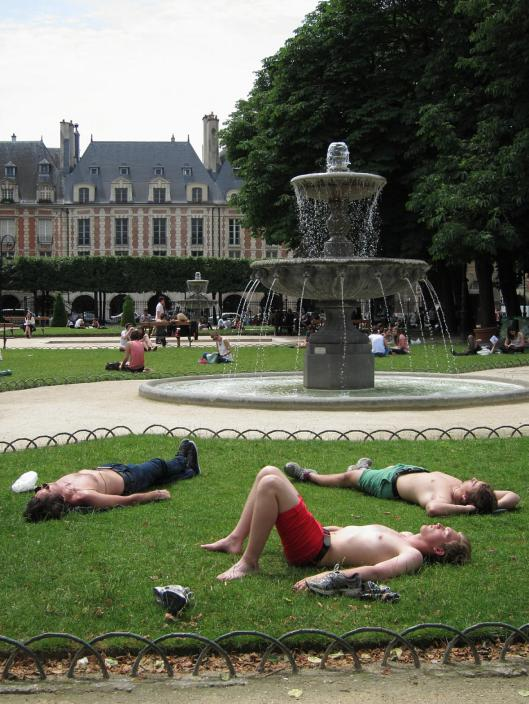 Lovely fountains in the Place des Vosges.