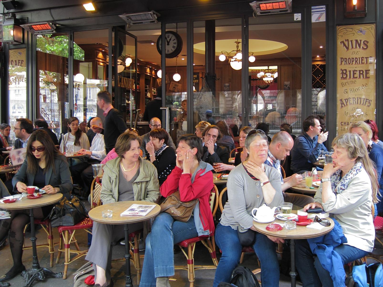 A typical café on the Île de la Cité.