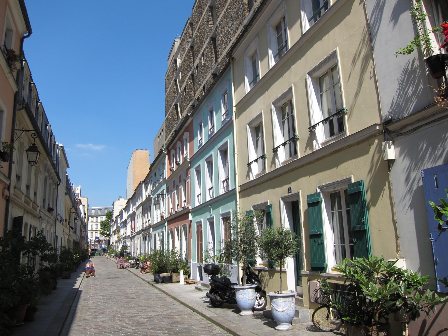 Rue Crémieux in the 12ème, near Gare de Lyon.