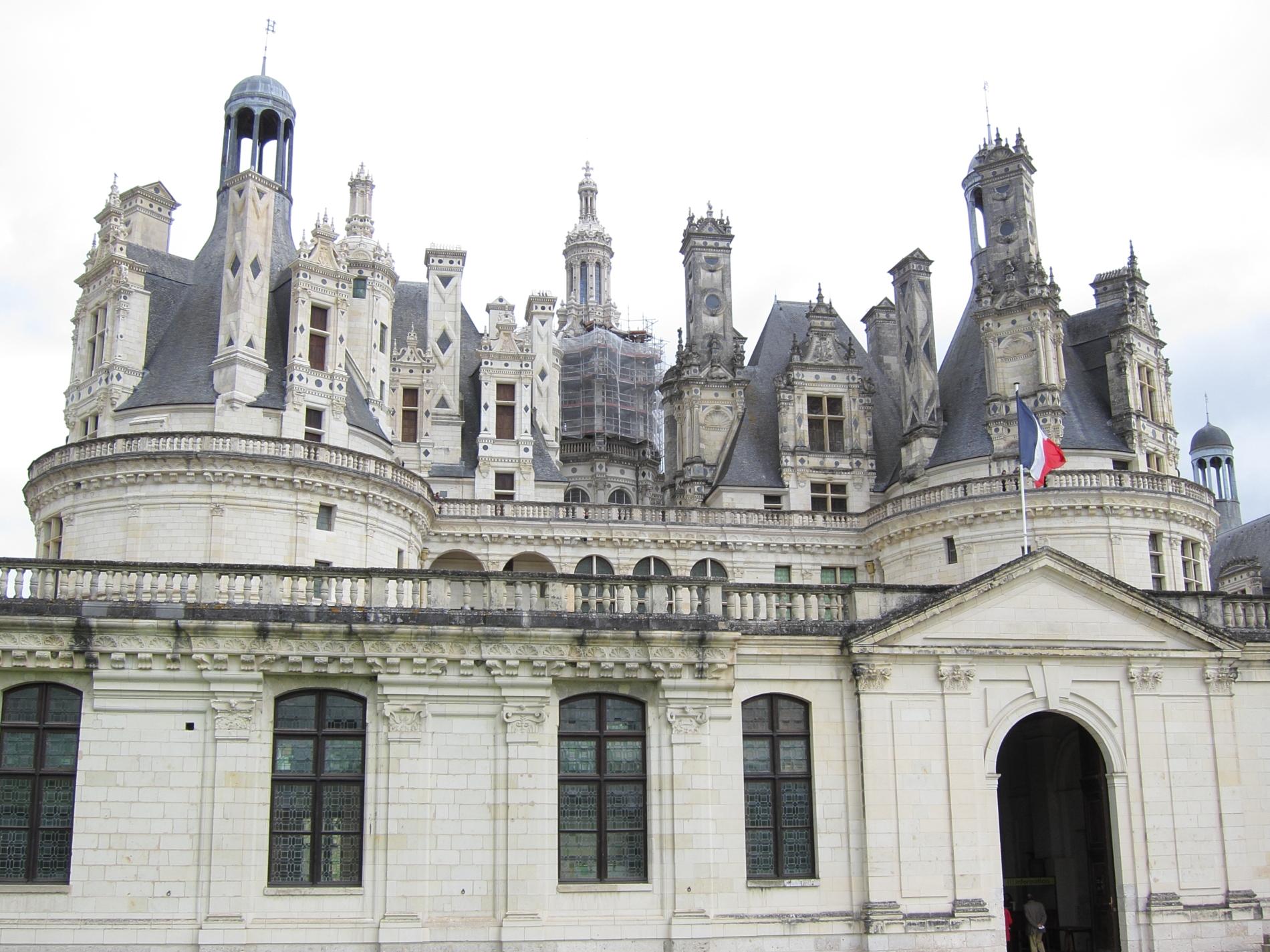 Le château de Chambord, the largest of the Loire valley châteaux.
