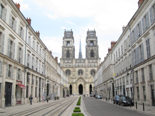 La cathédrale Sainte-Croix in Orléans is particularly dramatic in contrast to the four-story buildings which predominate in the rest of the old city.