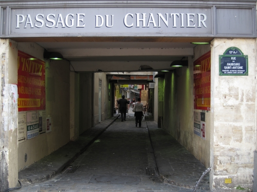 A little passage off rue du Faubourg Saint-Antoine.