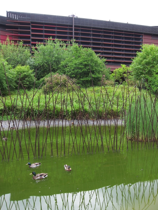 The grounds of musée du quai Branly are lovely.