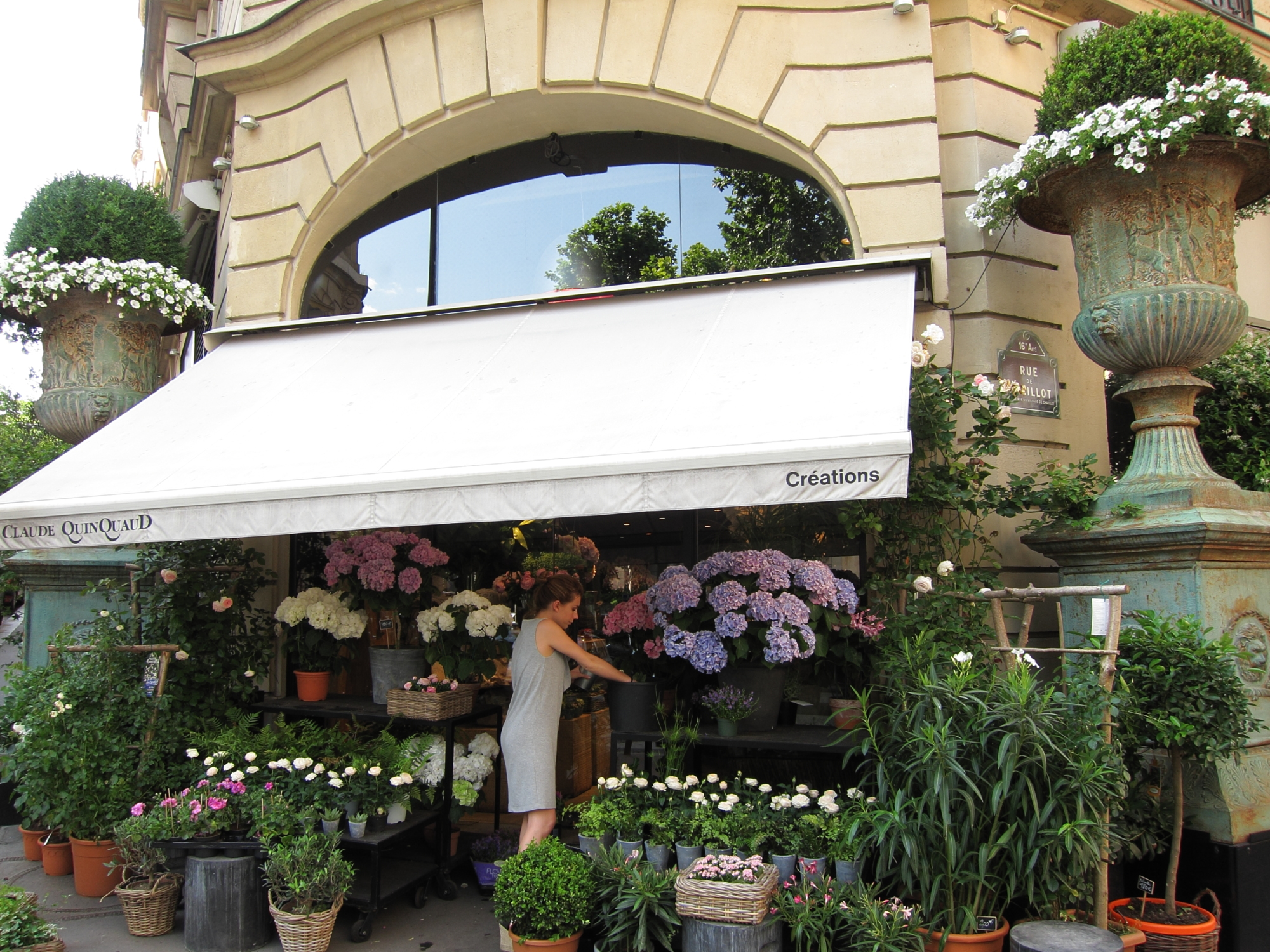 Gorgeous flower shop on rue de Chaillot in the 8e.