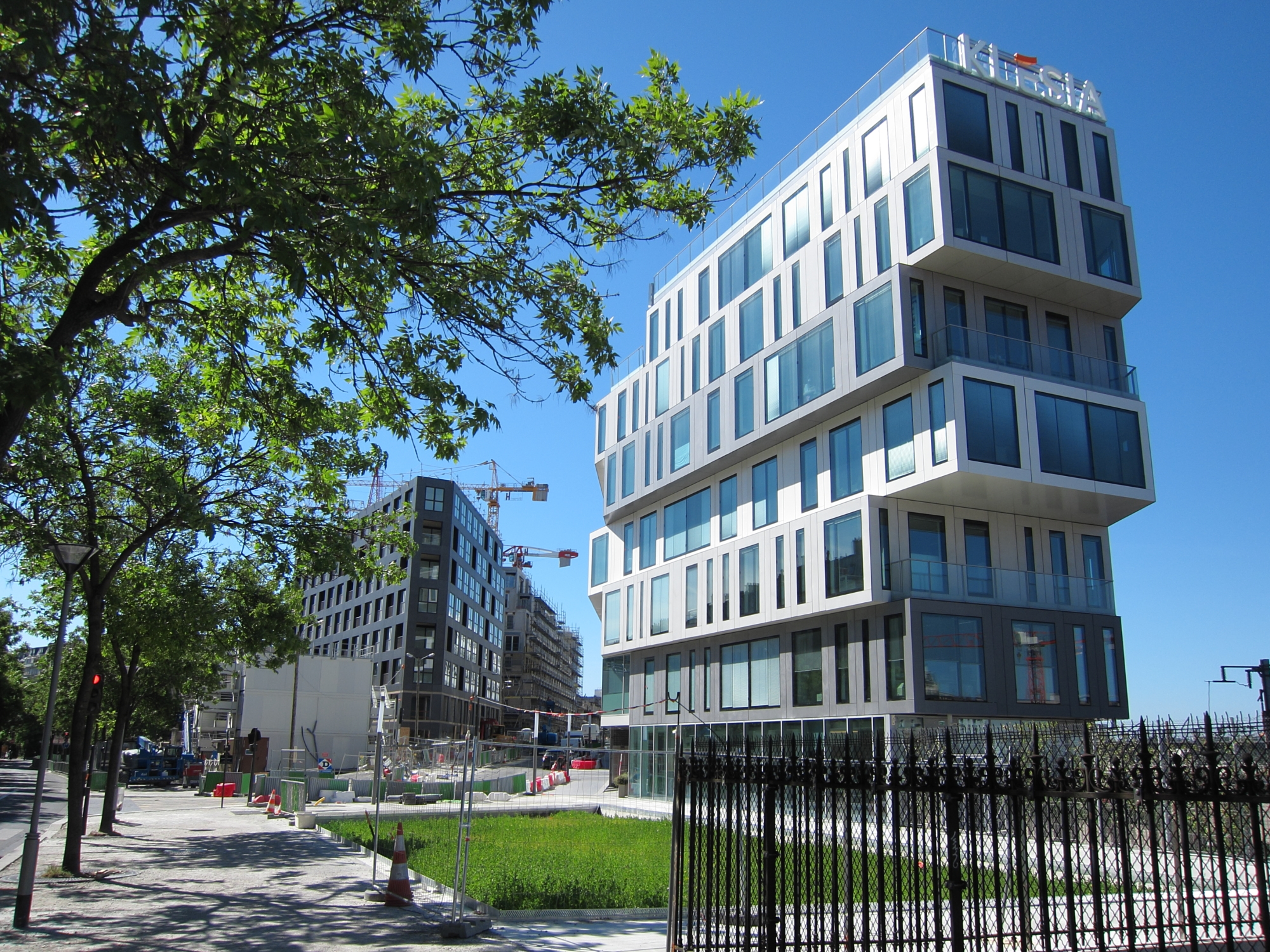 New development around Pont-Cardinet railway station.