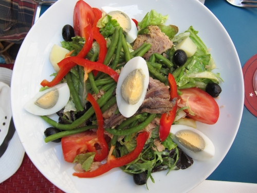Bob's Belle Niçoise at Café du Centre on rue Montorgueil.