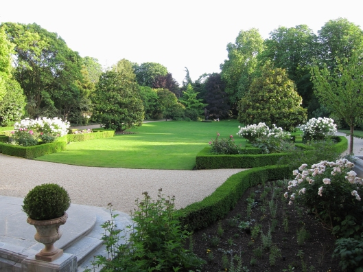 The private garden of the U.S. Ambassador's residence in Paris is simply mind boggling.