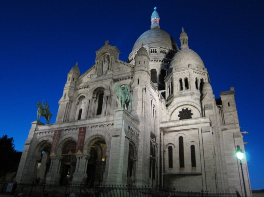 Sacré Coeur looking nice after dark.