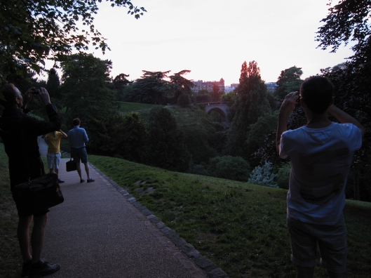 Sunset at le parc des Buttes-Chaumont.