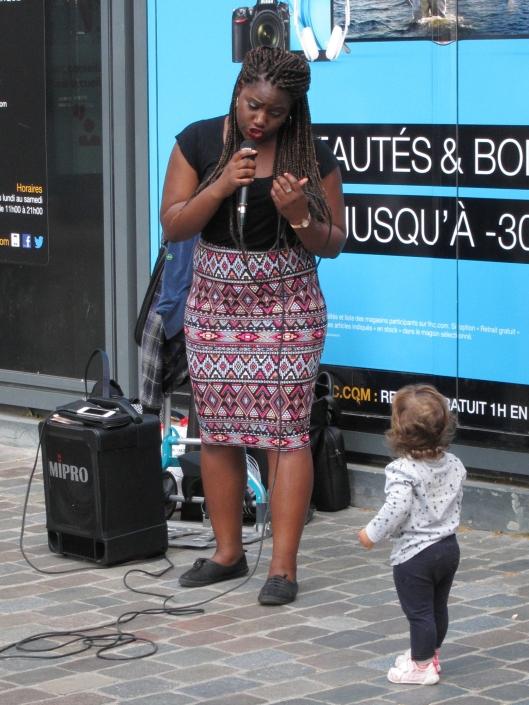 A soul singer at the Cour Saint-Emilion mesmerizes a young fan.