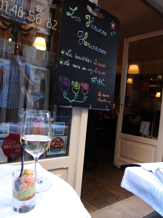 A tasty bite and a glass of wine at Le Beurre Noisette, in the 15ème.
