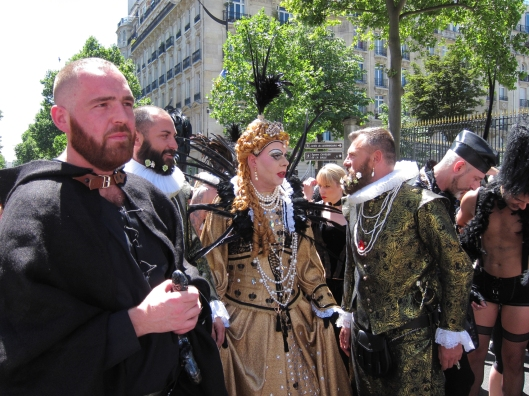 The U.S. Ambassador, with her entourage, at Paris Gay Pride?