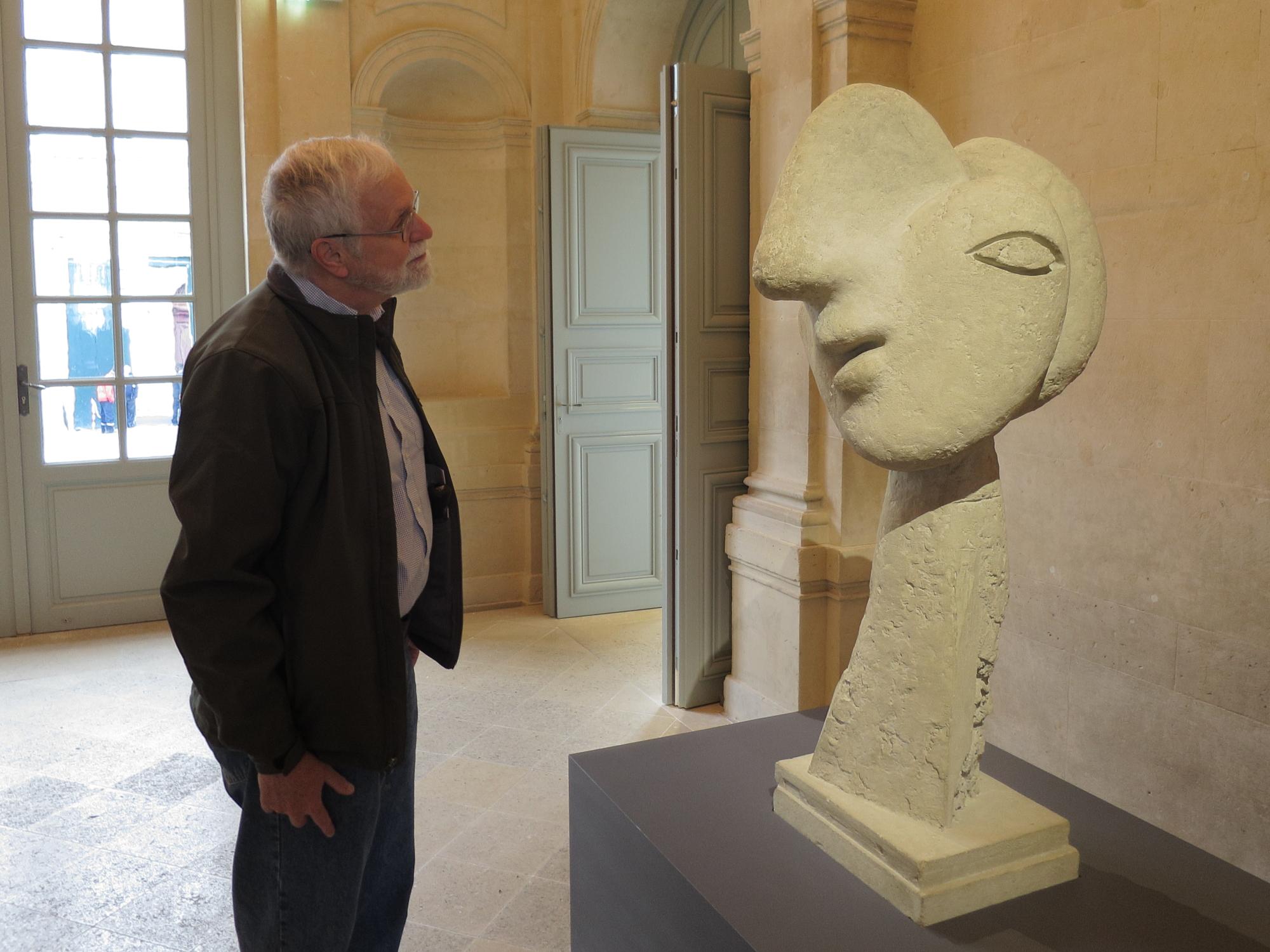 """Bob interrogating """"Tête de femme"""", Boisgeloup, 1931-1932"""