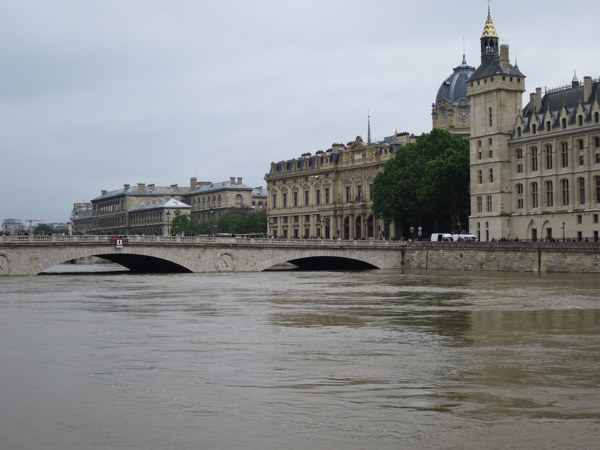 Pont au Change during the Great Flood of 2016