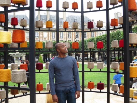 Sherard with display of linen thread at the Place des Vosges
