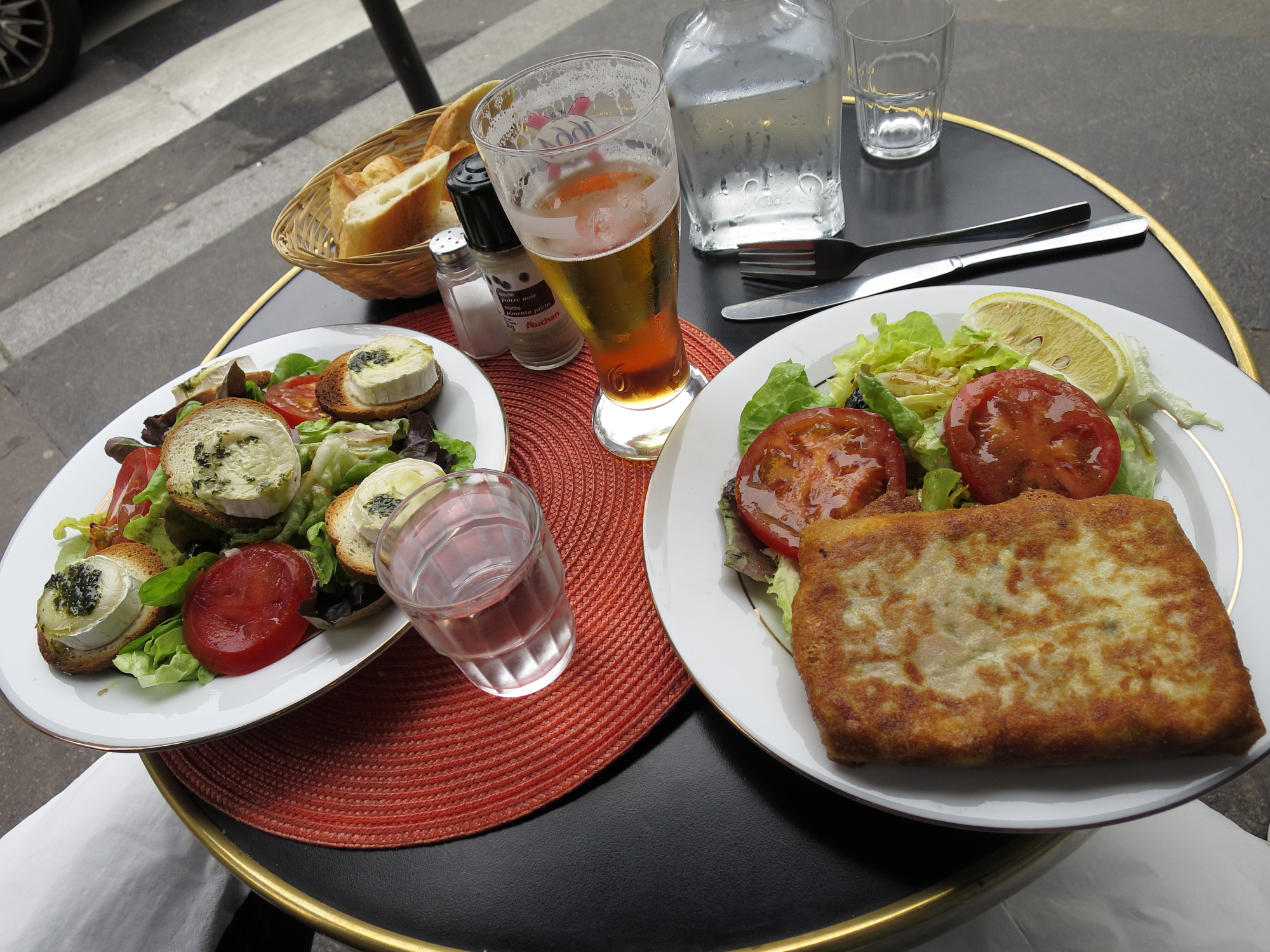 Not-terribly-good lunch on rue Botzaris
