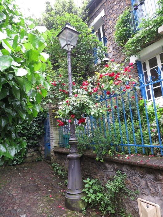 Flowers on Villa d'Alsace, off Rue de Mouzaïa in the 19th
