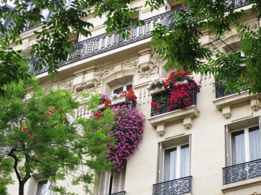 Lovely Haussmann building in the 14ème arrondissement , near métro Alésia
