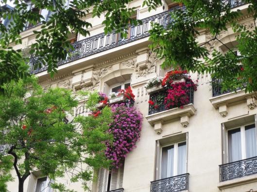 Lovely Haussmann building in the 14ème arrondissement , near métro Alésia