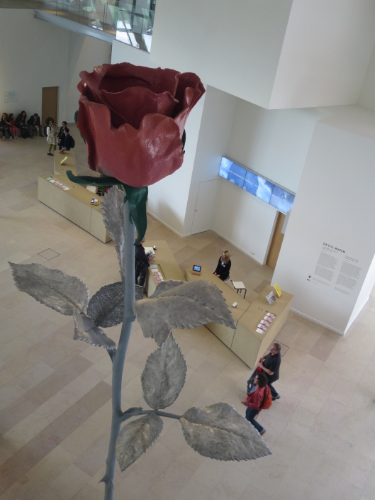 Rose in the lobby of Fondation Louis Vuitton